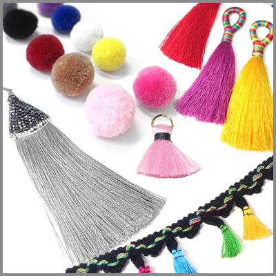 Αν αναζητάτε την ιδανικότερη αγορά υλικών για μπομπονιέρα, μαρτυρικά, κόσμημα και διακόσμηση σε χονδρική, επιλέξτε μέσα από την τεράστια συλλογή μας! Ακολουθήστε τον παλμό της μόδας μέσα από την κατασκευή χειροποίητων κοσμήματων και αξεσουάρ, επιλέγοντας υλικά μόδας σε χονδρική όπως φούντες, ματάκια, φτερά, βραχιόλια μακραμέ, υφασμάτινα και στοιχεία από τσόχα.Πρώτες ύλες για κόσμημα και στολισμό ρούχου και τσάντας, όπως επίσης υλικά για κολιέ, βραχιόλια, σκουλαρίκια, γούρια, μπομπονιέρες και μαρτυρικά που θα κλέψουν τις εντυπώσεις.