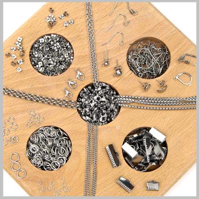 Στο e-shop υλικών χονδρικής της Nikolis Group,θα βρείτε τεράστια ποικιλία από μεταλλικά εξαρτήματα για κόσμημα & μεταλλικά τεχνικά στοιχεία κοσμημάτων.Γράνες,ακροδέκτες,τελειώματα,κουμπώματα,καβουράκια,στοπάκια,κρικάκια,βάσεις για μπρελόκ,δαχτυλίδια,σκουλαρίκια,καρφίτσες,θα αποτελέσουν εξαιρετικής ποιότητας πρώτες ύλες για κόσμημα,υλικά μόδας & αξεσουάρ.Χωρίς Νικέλιο & Μόλυβδο,αντιαλλεργικά εξαρτήματα που θα χρησιμοποιήσετε σαν υλικά κατασκευής για κολιέ,βραχιόλια,σκουλαρίκια & κάθε χειροποίητη κατασκευή. Βρείτε καστόνια και στολίστε τα με πέτρες καμπουσόν ή κρύσταλλα Swarovski και δημιουργήστε εκπληκτικά χειροποιήτα statement κολιέ που σίγουρα θα εντυπωσιάσουν.